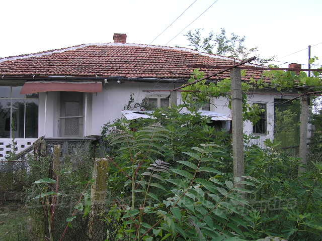 House For Near Yambol Bulgaria A Small Old Which Needs Renovation Garden