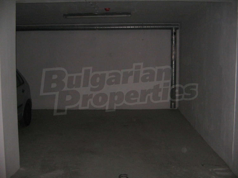 Garage for rent in sofia quarterlozenets bulgaria for Big garage for rent