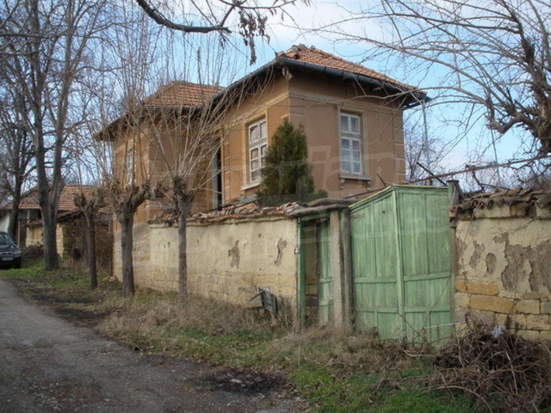 Фото двухэтажного старого дома