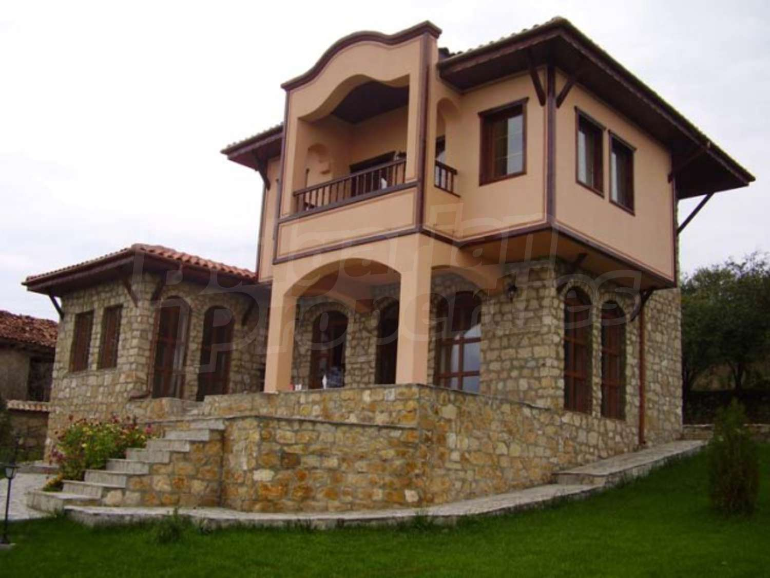 House for sale in avren bulgaria two nice houses in old for Big nice houses for sale
