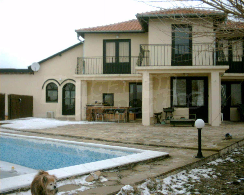 House for sale near burgas bulgaria 5 bedroom house with for Big house for sale with swimming pool