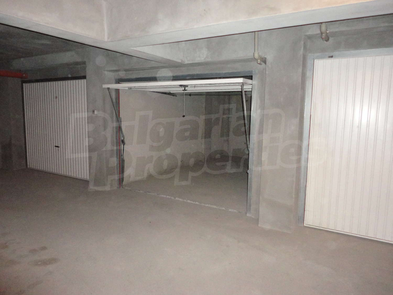 Garage for rent in stara zagora quartercenter bulgaria for Big garage for rent