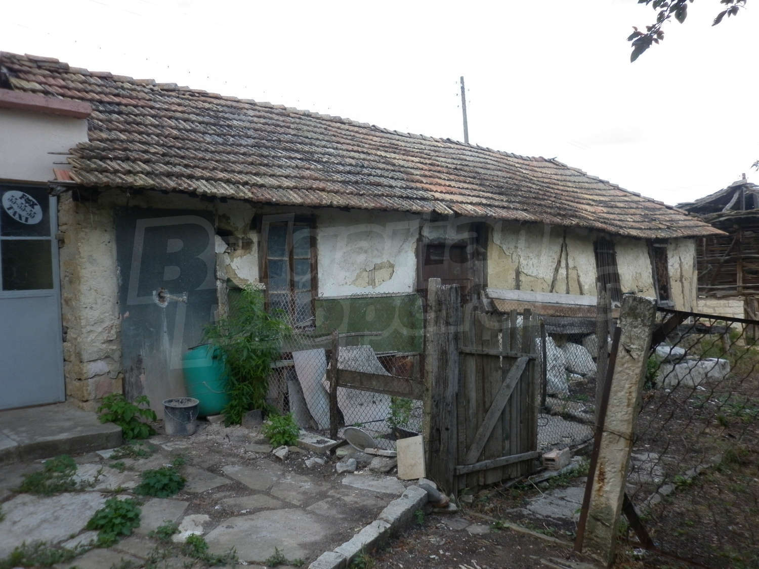 Features and extras of the area house for sale near for Features of old houses