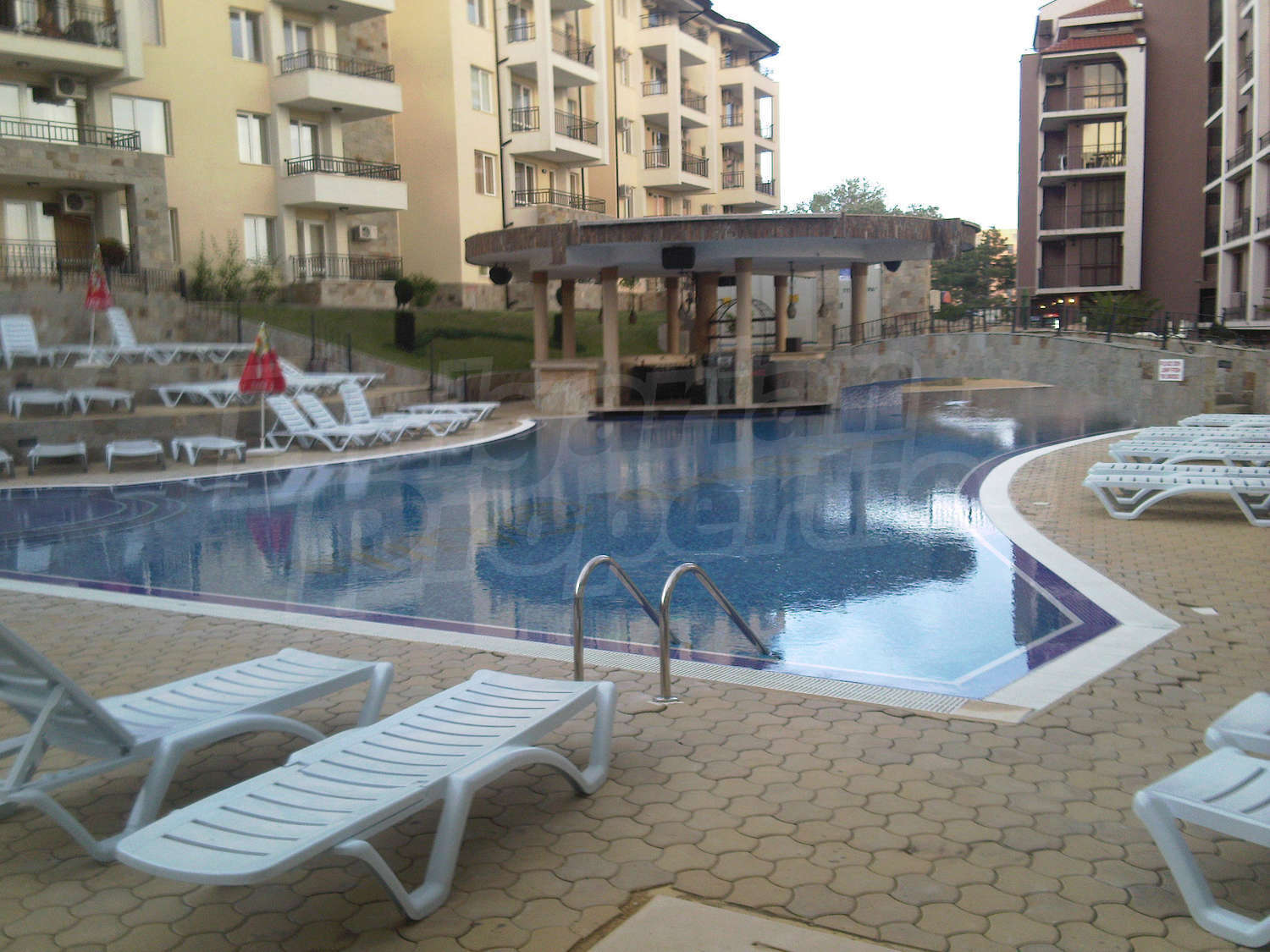 One Bedroom Apartment In Gated Complex Sunny Beach Hills