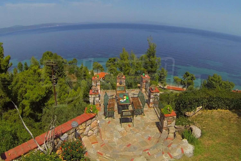 Дом в остров Ситония видом на море