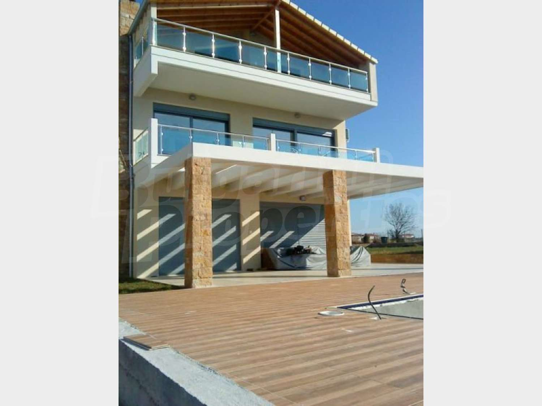 Дом в Неа Мудания видом на море