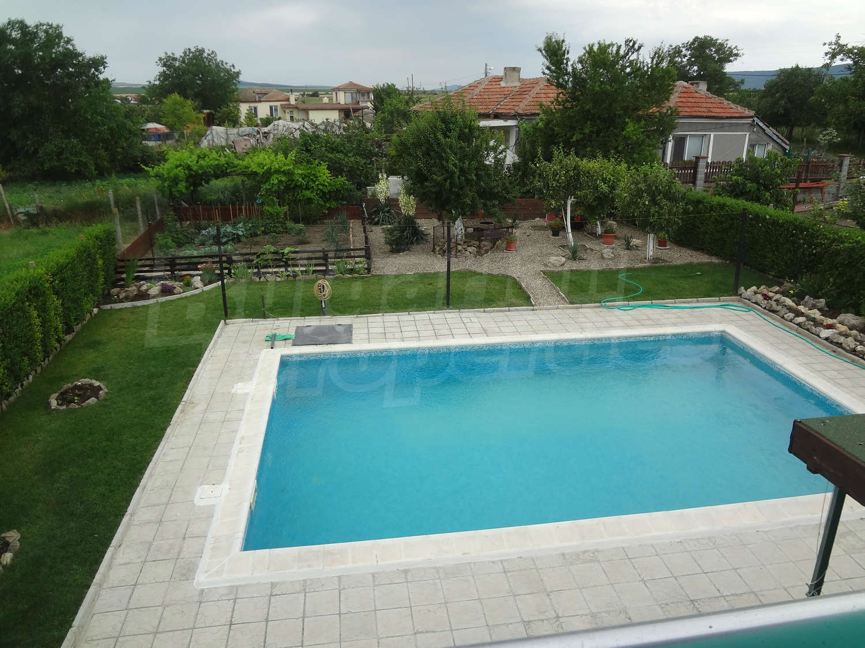House for sale near burgas bulgaria house with swimming for Big house for sale with swimming pool