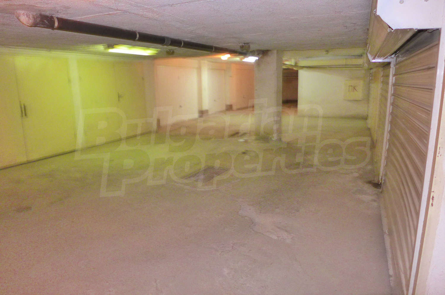 Features and extras of the property garage for rent in for Big garage for rent