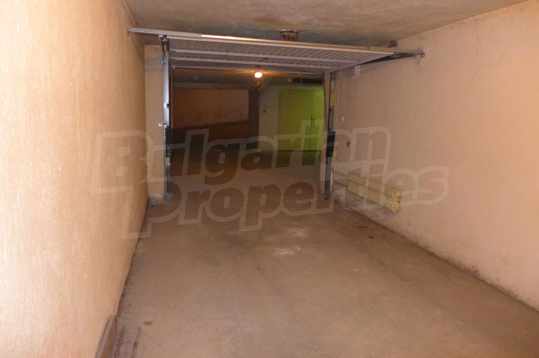 Garage for rent in sofia quarterlozenets golo bardo for Big garage for rent