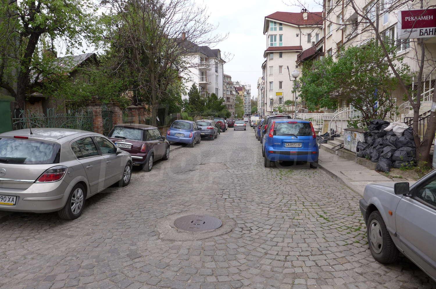 Garage for rent in sofia quarterlozenets tsvetna gradina for Big garage for rent