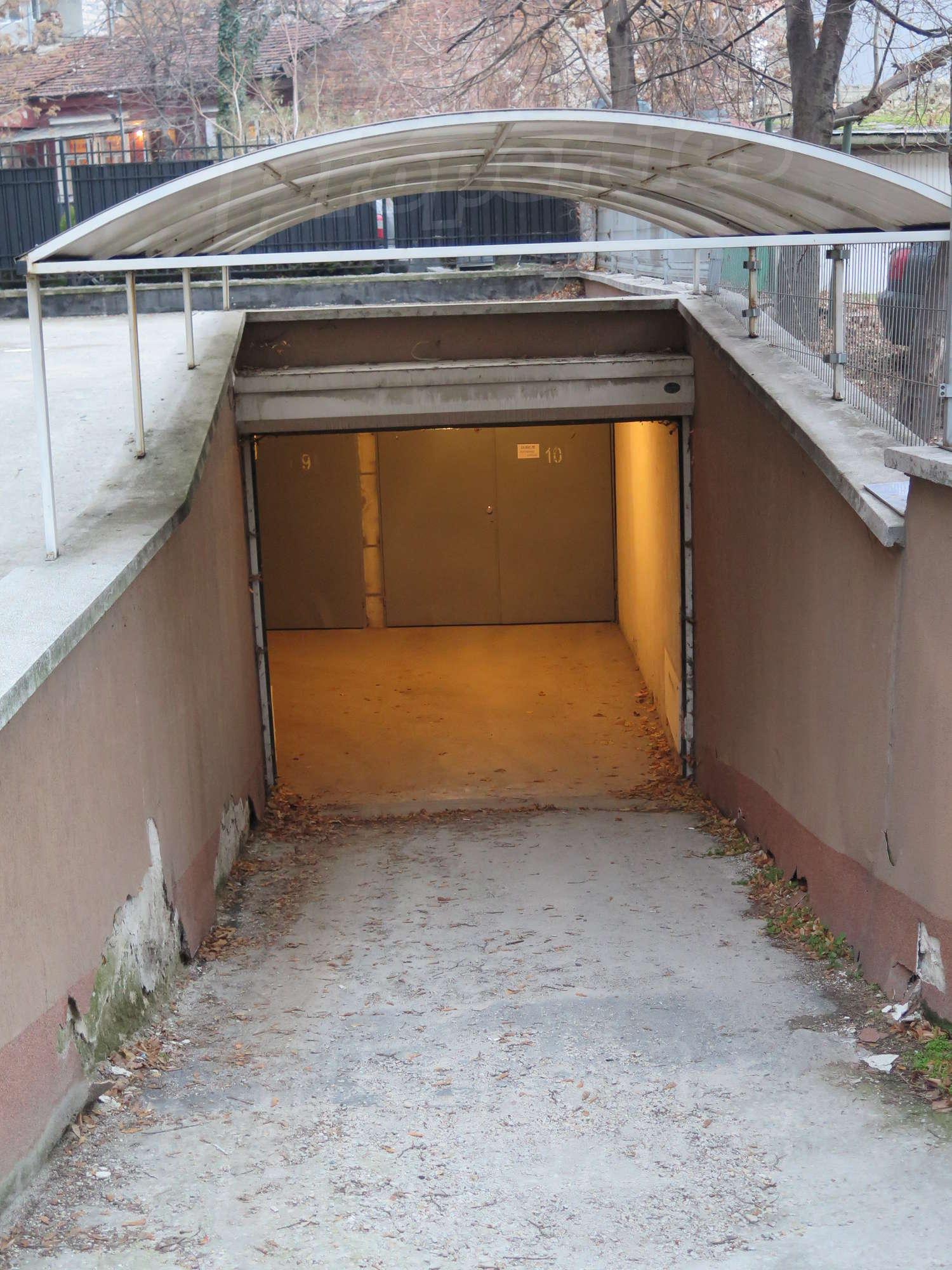 Garage for rent in sofia quartercenter lavov most bul for Big garage for rent