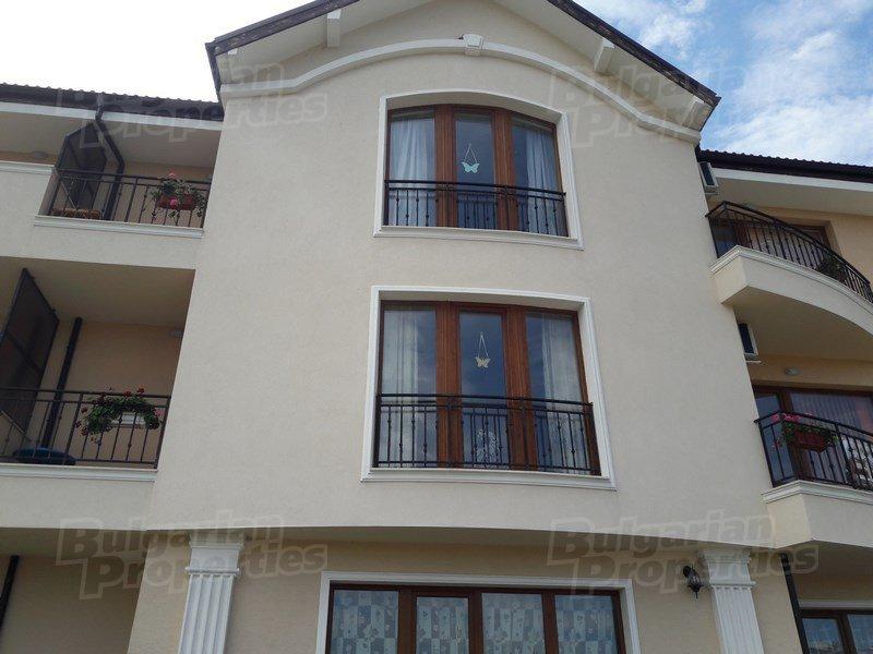 Dvustaen Apartament V Gr Byala Belite Skali Za Prodazhba Dvustaen