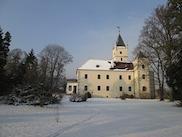 Малък замък хотел до Дунав