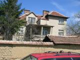 Голяма къща до р. Огоста