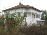 Къща в живописно село на брега на река Дунав