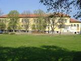Училищна сграда в центъра на живописно село