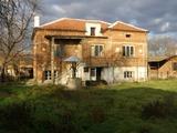 Двуетажна къща в подножието на Средна Гора