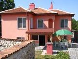 Атрактивен имот в приятно село близо до Пловдив