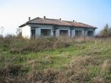 Стопански двор и земеделска земя  в  близост до язовир