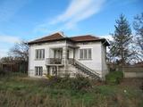 Хубава тухлена къща с панорамна гледка