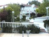 Напълно обзаведена 3-етажна вила с 4 спални и басейн в град Балчик