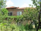 Двуетажна къща близо до Пловдив