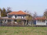 Большой дом в деревне вблизи Стара Загора