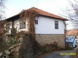 Каменна двуетажна къща