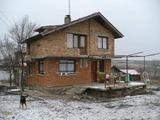 Двуетажна къща в отлично състояние близо до Бургас