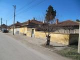 Еднофамилна къща с двор и лятна кухня