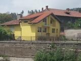 Новопостроена, триетажна градска къща