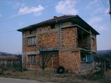 Двуетажна къща на груб строеж