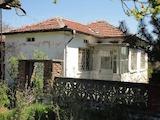 Малка къща в голямо село, близо до град Чирпан
