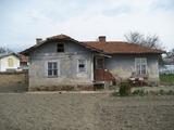Парцел със стара къща в село близо до София