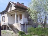 House with yard in village near Vratsa