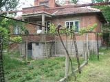 Къща с двор в село близо до гр.Елхово