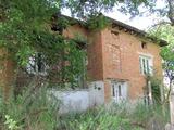 Single-storey brick house close to the Danube River