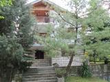 Триетажна къща в село близо до Пампорово