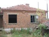 Къща с голям двор в село до Елхово