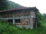 Двуетажна къща на груб строеж в Арилци