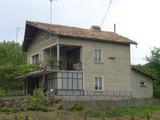 Двуетажна къща близо до Добрич