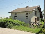 Хороший дом в селе рядом с небольшим городком