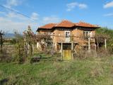 Едноетажна къща с двор