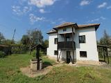 Напълно обзаведена къща с двор в близост до река