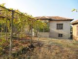 Две къщи с двор на 48 км от гр. Пловдив