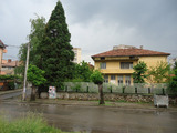 Building with garden area in the town of Kyustendil