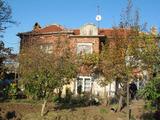 Къща с голям двор на 6 км от гр. Чирпан