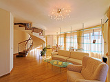 """Fully furnished and luxurious apartment in """"Maxi"""" complex"""