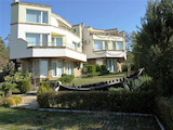 Самостоятелен дом за почивка на 200 м от плажа в Слънчев бряг