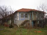 Стара къща с голям двор за продажба недалеч от Бургас